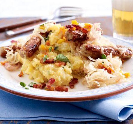 Bratwurst auf Apfel – Kartoffelpüree & Sauerkraut